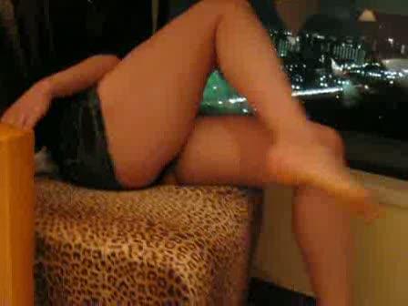 デニムのミニスカートムチ脚パンチラ個人撮影!!