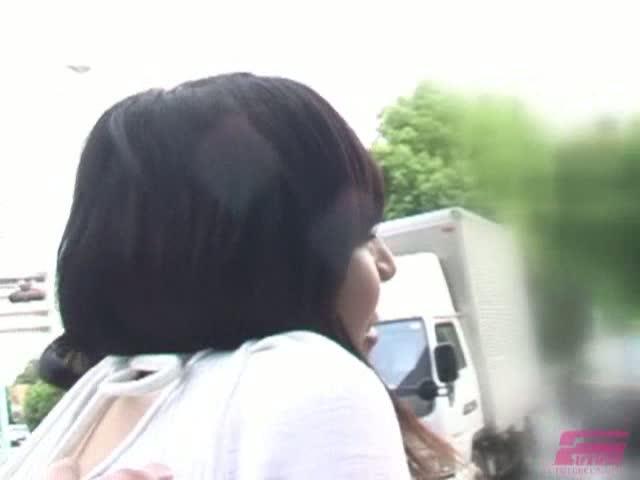リモコンオモチャを装着した女性に街中散歩させる!!!!!!