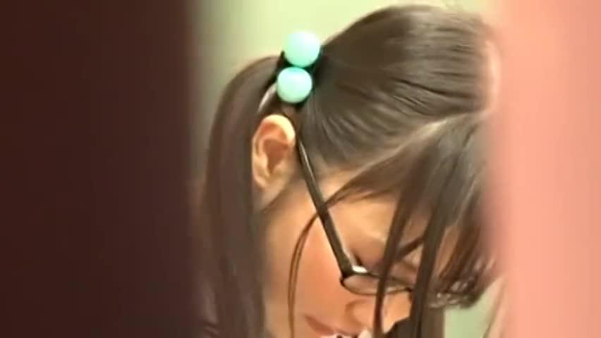 つぼみ 教室でオマンコ擦り付けオナニーする美少女