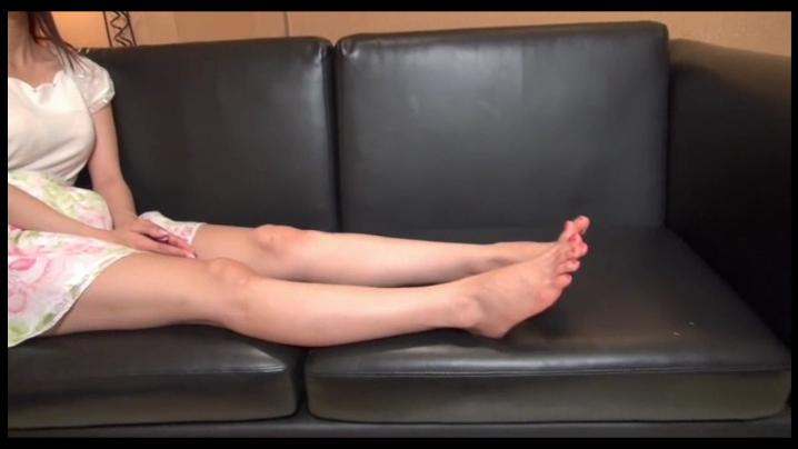 【足フェチ】なつちゃんの恥ずかしい足の臭いと足責め~足コキで射精!